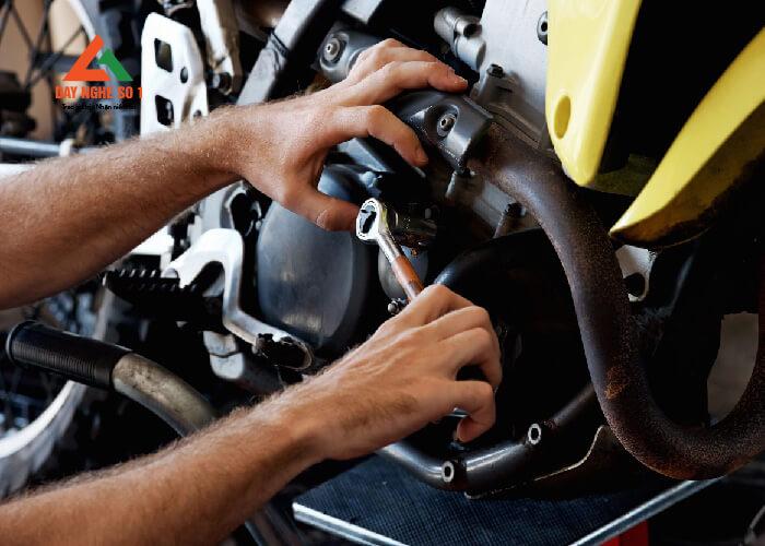 Học nghề sửa chữa xe máy tại trung tâm dạy nghề số 1 có việc làm ngay